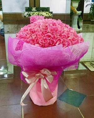 365 Roses- Extra Large Bouquet In Pink